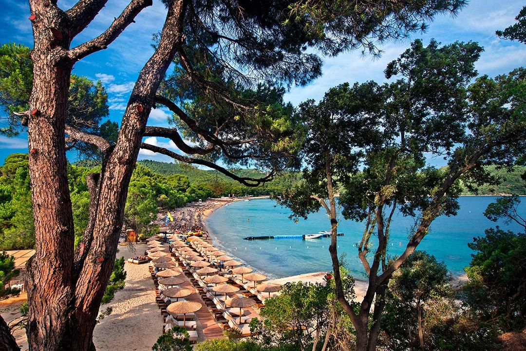 Φωογραφία με παραλία για το άρθρο Διακοπές στη Σκιάθο